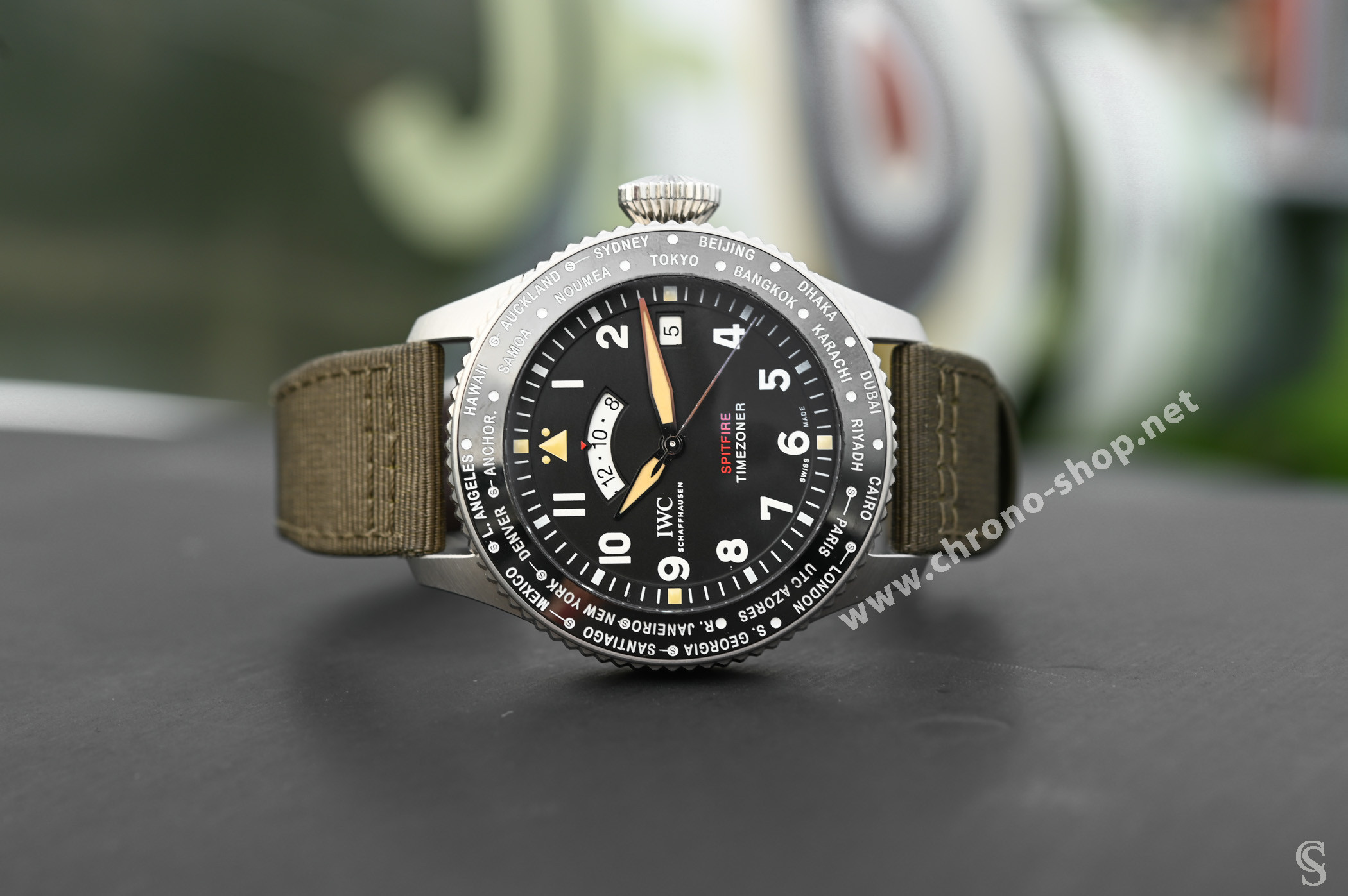 IWC Rare Bracelet textile vert Toile Militaire BIG PILOT IW395501 MONTRE AVIATEUR TIMEZONER SPITFIRE ÉDITION THE LONGEST FLIGHT