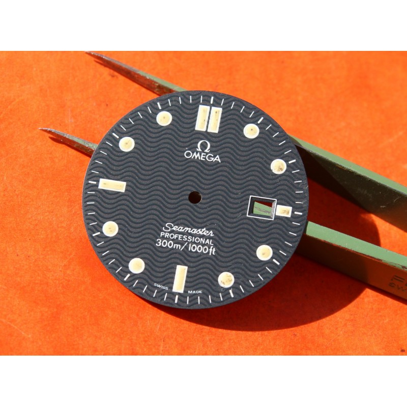 Original Vintage OMEGA Seamaster Date Professional 300m Dark Watch Dial Men's 30.50mm diameter James bond 007