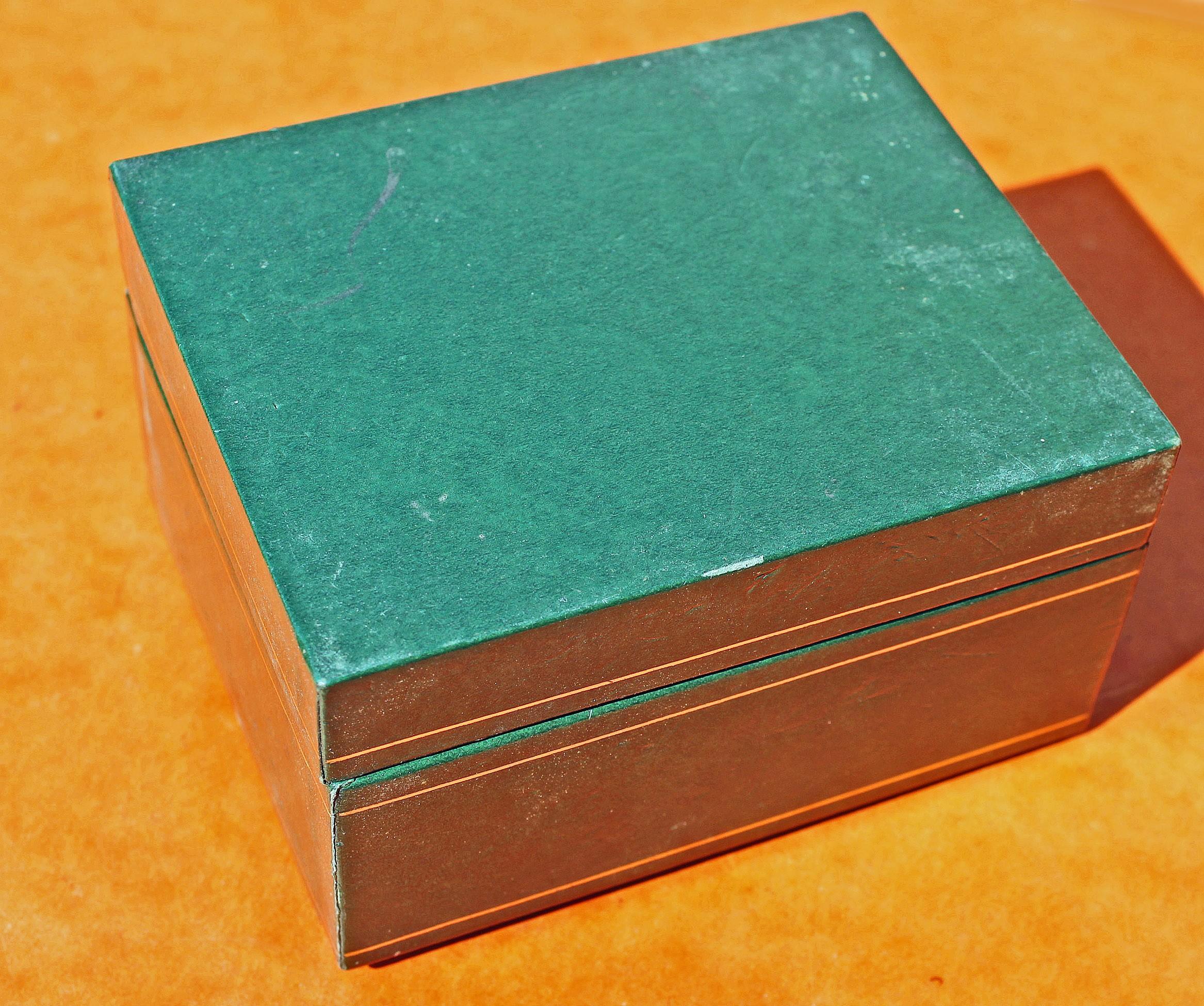 COLLECTIBLE VINTAGE RADO WATCH BOXSET 60's GREEN LEATHER STORAGE CASE WATCHES